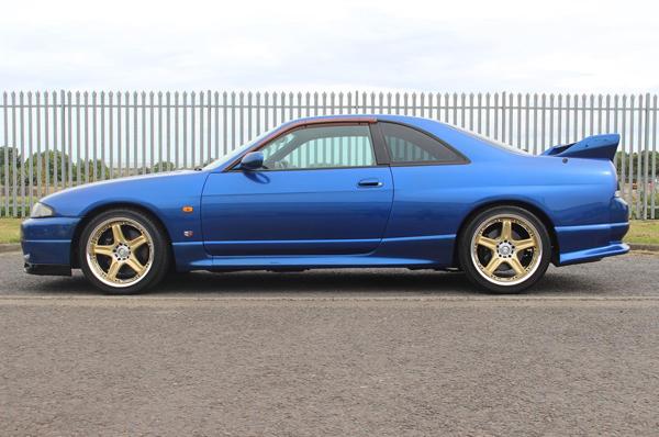 Nissan Skyline R33 GT-R (1995) - seitlich 1