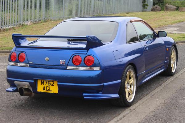 Nissan Skyline R33 GT-R (1995) - schräg hinten 2
