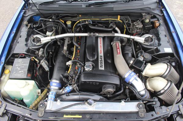 Nissan Skyline R33 GT-R (1995) - Motorraum 1