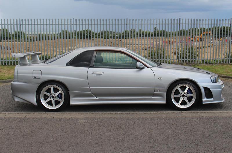 Nissan Skyline R34 GT-T (1998) - seitlich 2
