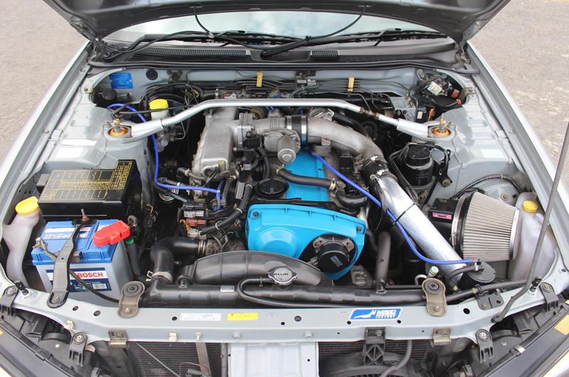 Nissan Skyline R34 GT-T (1998) - Motorraum 1