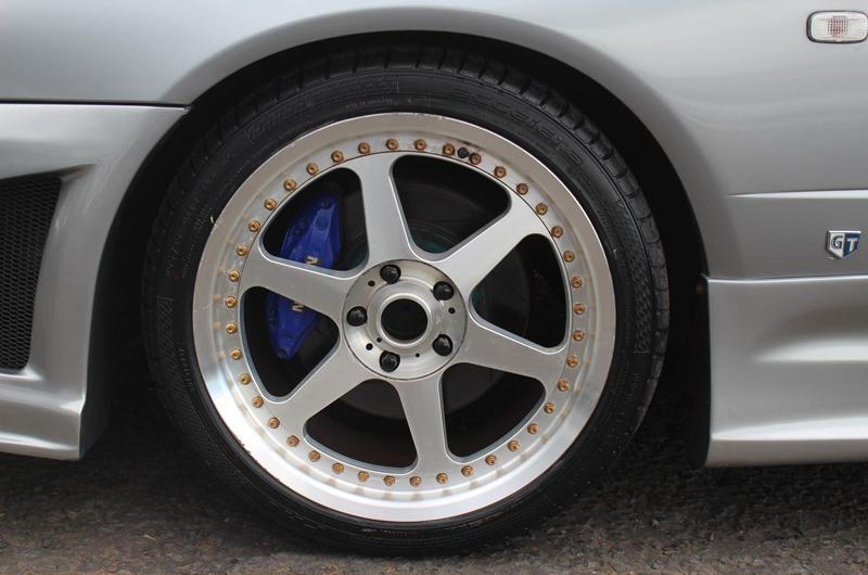 Nissan Skyline R34 GT-T (1998) - Tieferlegung und Felgen