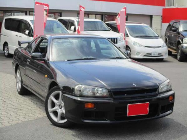Nissan Skyline GT-T: Schräg vorne 1