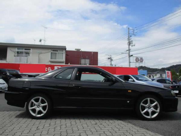Nissan Skyline GT-T (1999): Seitlich