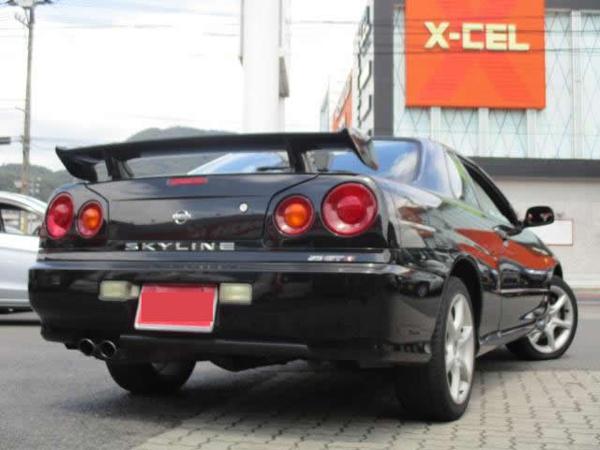 Nissan Skyline GT-T (1999): Schräg hinten 1