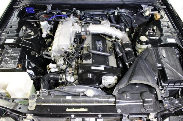 Nissan Skyline R33 GTS-T Type M: Motorraum