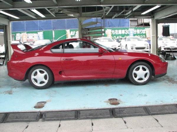 Toyota Supra MKIV Non Turbo: Seitlich 1