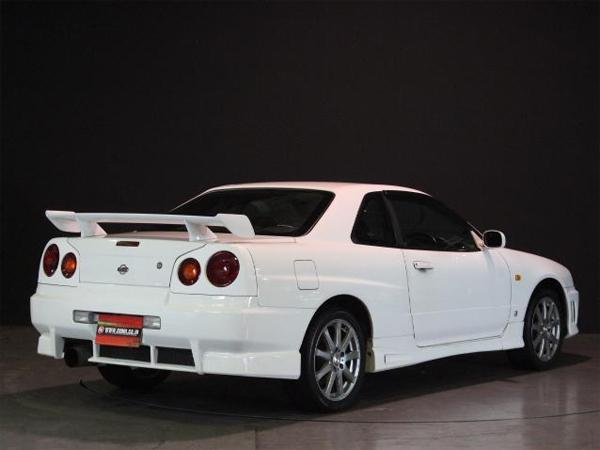 Nissan Skyline R34 GT-T (1998): Schräg hinten 2