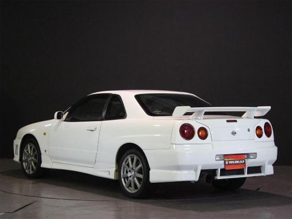 Nissan Skyline R34 GT-T (1998): Schräg hinten 1