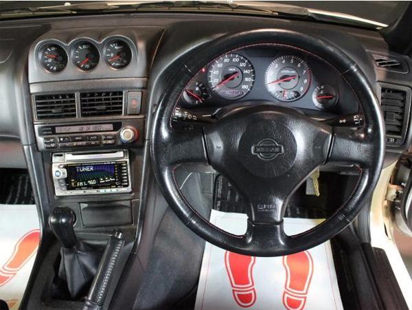 Nissan Skyline R34 GT-T (1998): Interieur 1