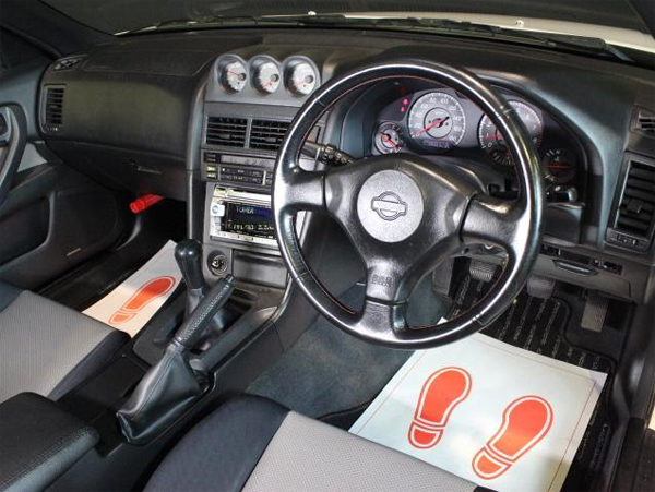 Nissan Skyline R34 GT-T (1998): Interieur 2