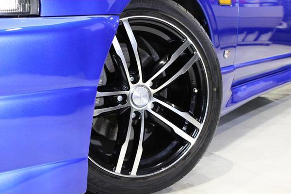 Nissan Skyline R33 GTS-T Type M Anniversary (1997): Avancrade Felgen 1