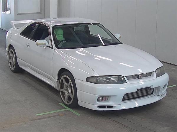 Nissan Skyline R33 GT-R V-Spec (1995) HKS: Front 1