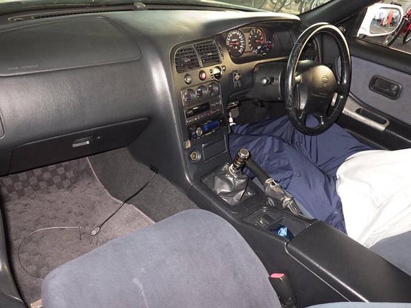 Nissan Skyline R33 GT-R V-Spec (1995) HKS: Innenraum