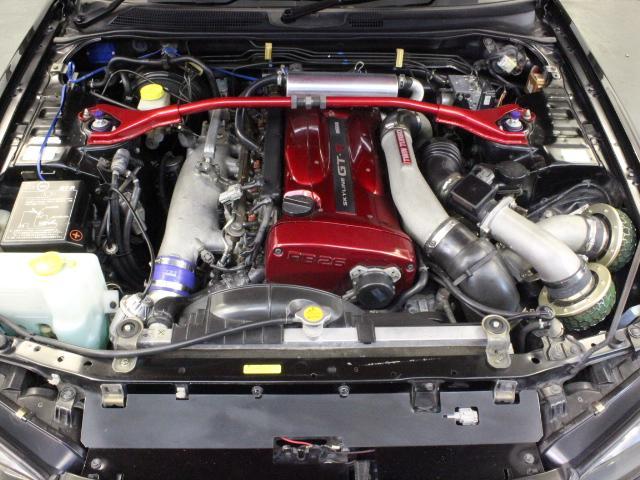 Nissan Skyline R34 GT-R 300PS+ (1999): Motorraum 1