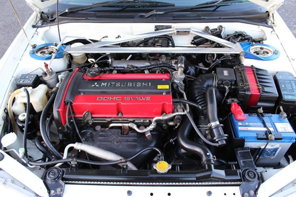 Mitsubishi Lancer Evo 6 Tommy Makinen (2000): Motorraum 1