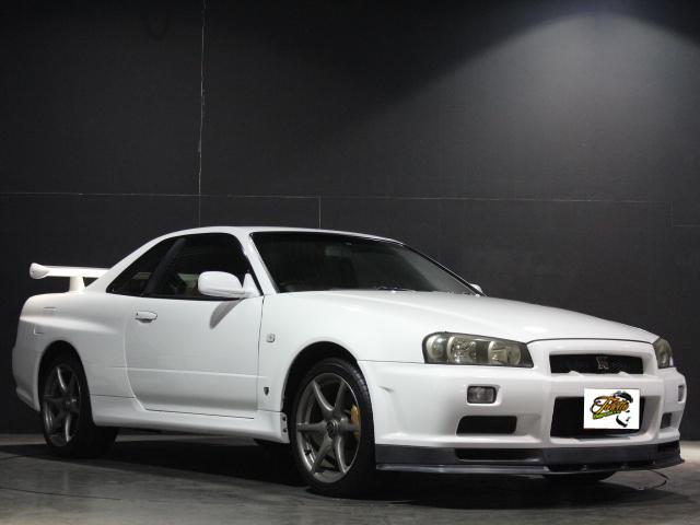 Nissan Skyline R34 GT-R_1999_201801: Schräg vorne 2