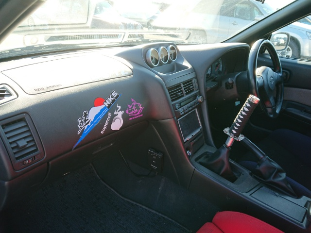 Nissan Skyline R34 GT-T: Innenraum 1